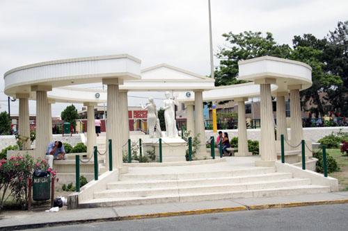 El Paseo de las Musas. La Musa Erato. Calíope is in the background.