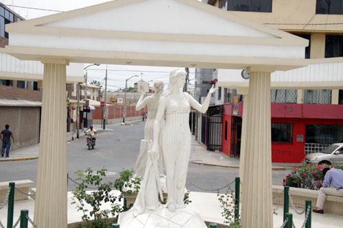 El Paseo de las Musas. The Muse Calíope. Erato is in the background